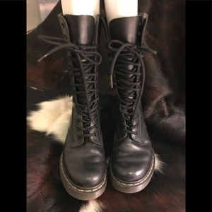 Dr. Marten 1914 smooth black lace up boots